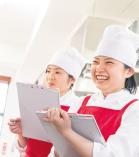 """調理師に求められる""""食""""の専門知識を習得する。"""
