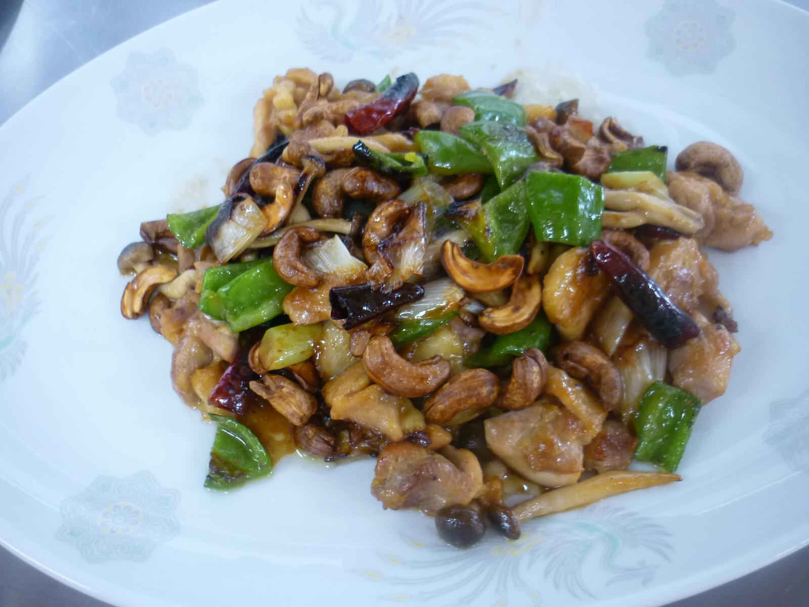 腰果鶏丁(鶏肉とカシューナッツの炒め物)