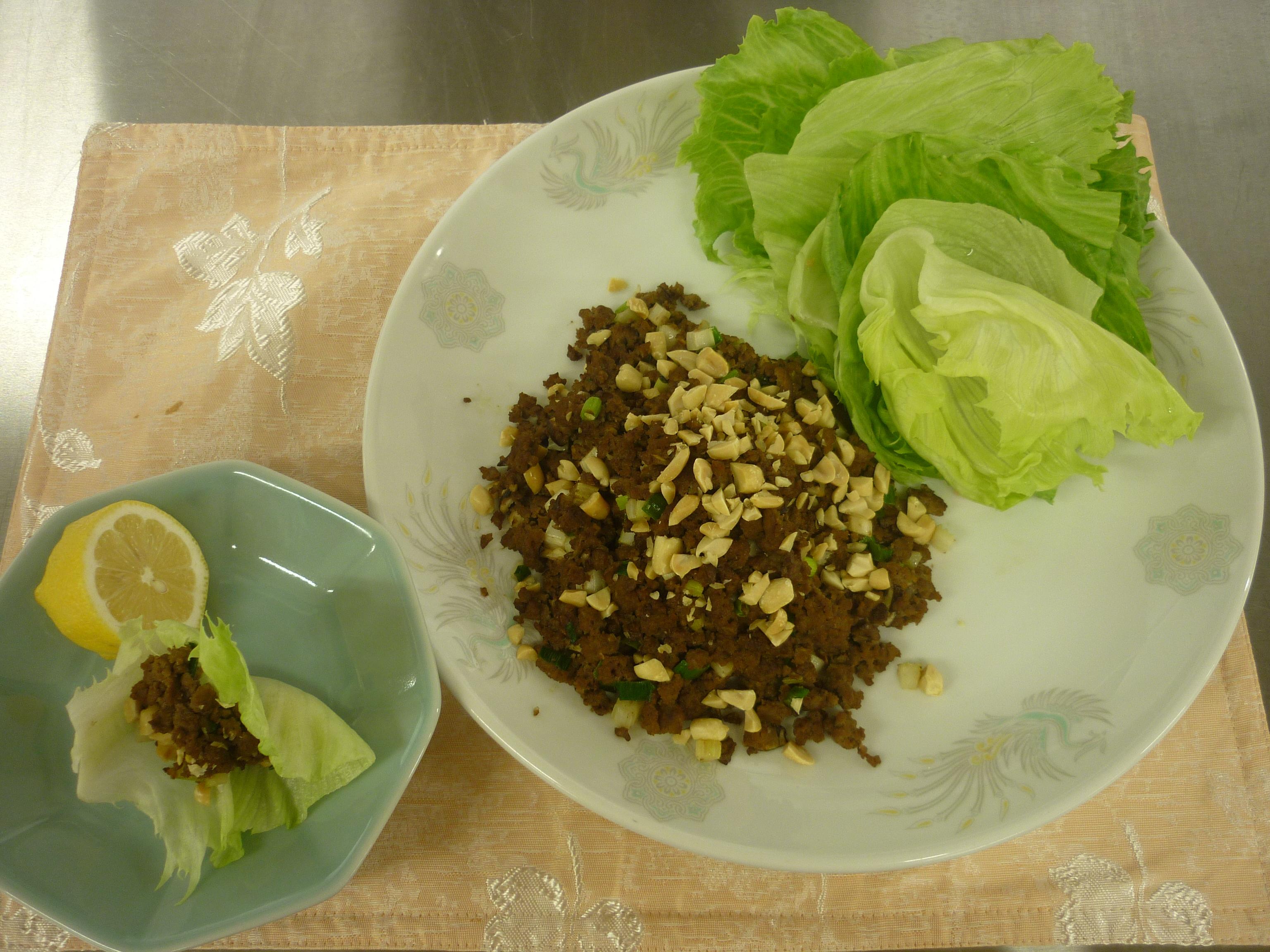 生菜包牛肉鬆(レタス包み)