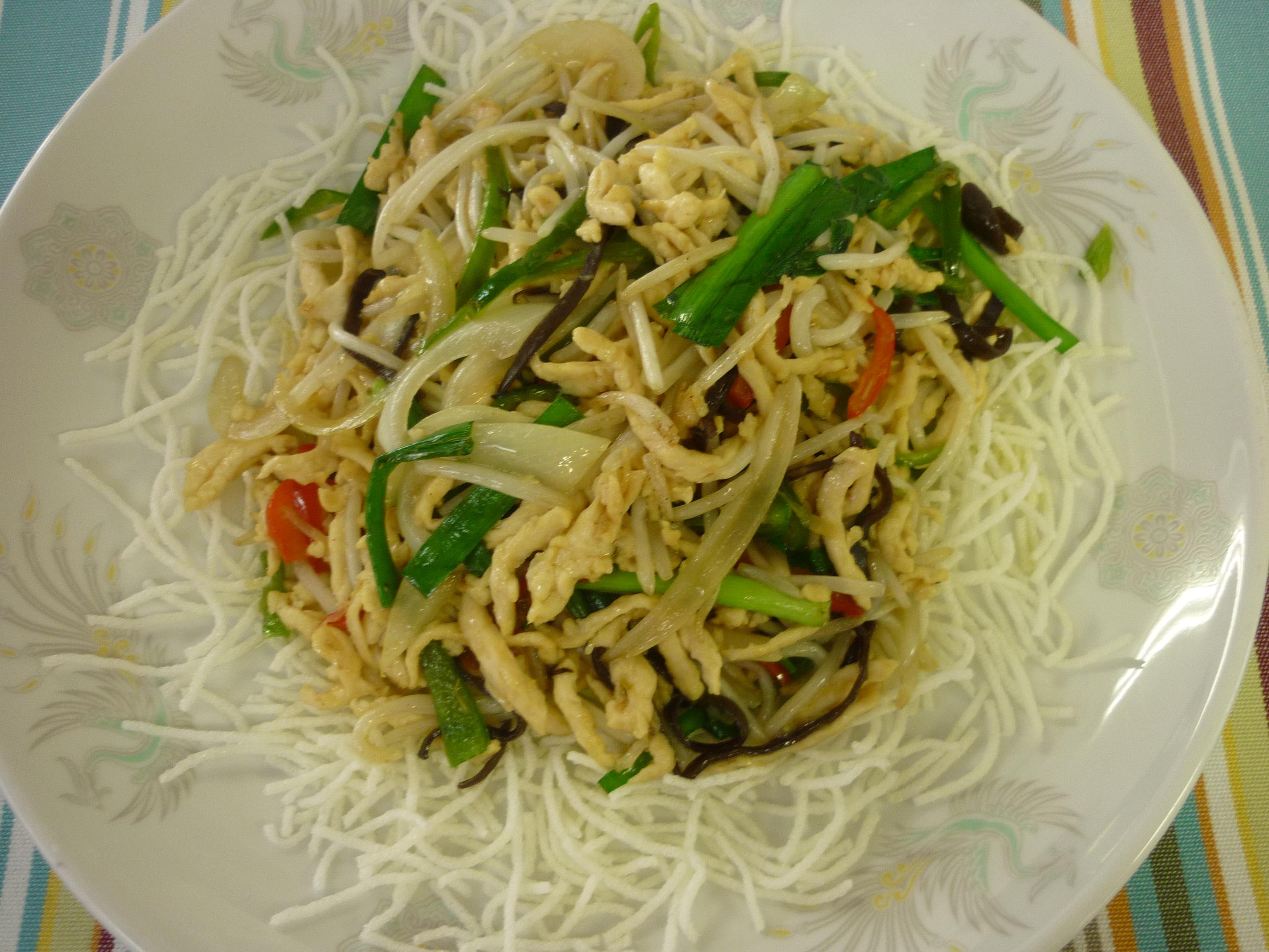 銀芽炒鶏絲(もやしと鶏肉の細切り炒め)