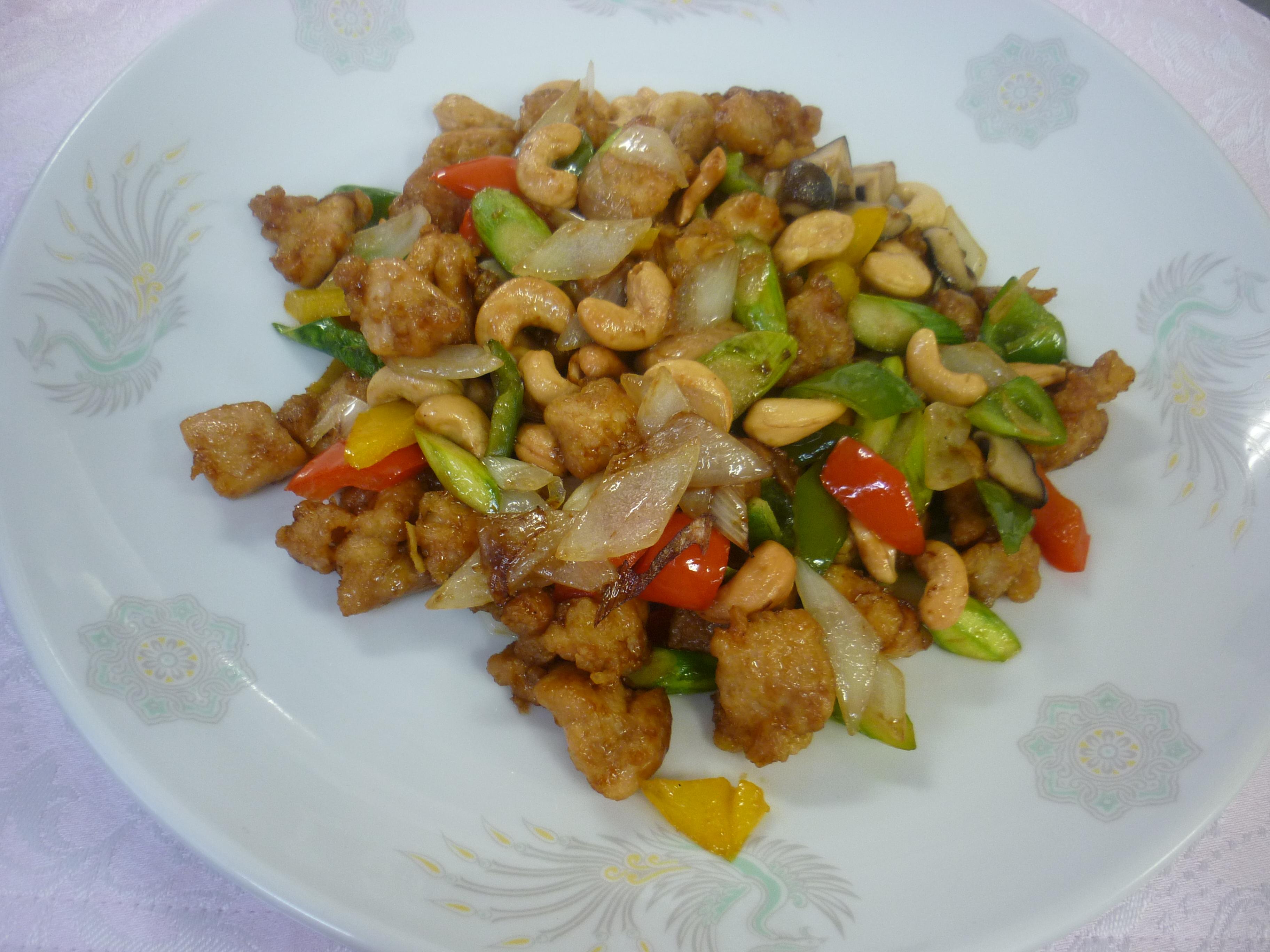 腰果炒鶏丁(鶏肉とカシューナッツの炒め物)