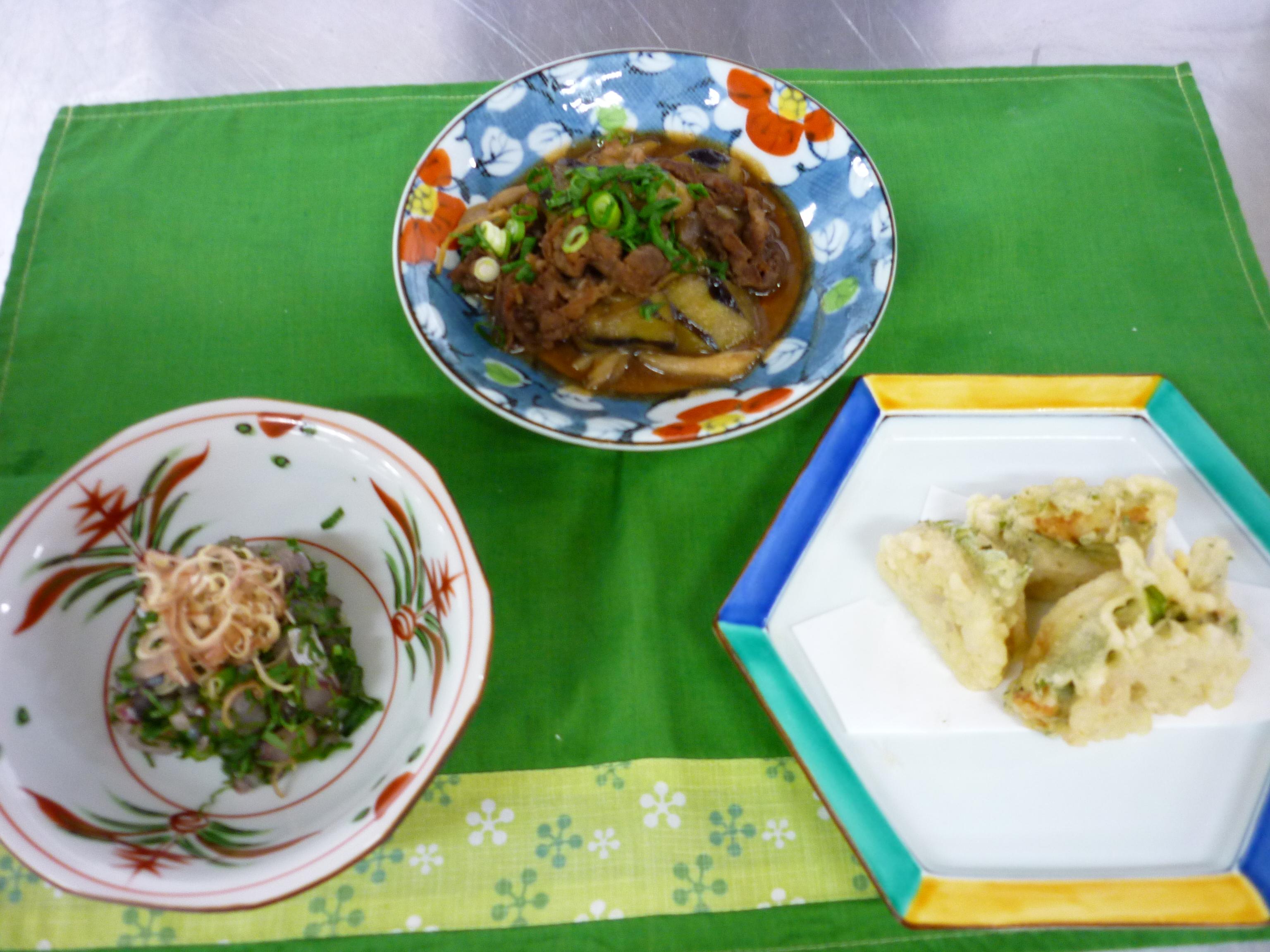 鯵のタタキ 胡麻ダレ、蓮根のはさみ揚げ、茄子とシメジと牛肉の時雨煮
