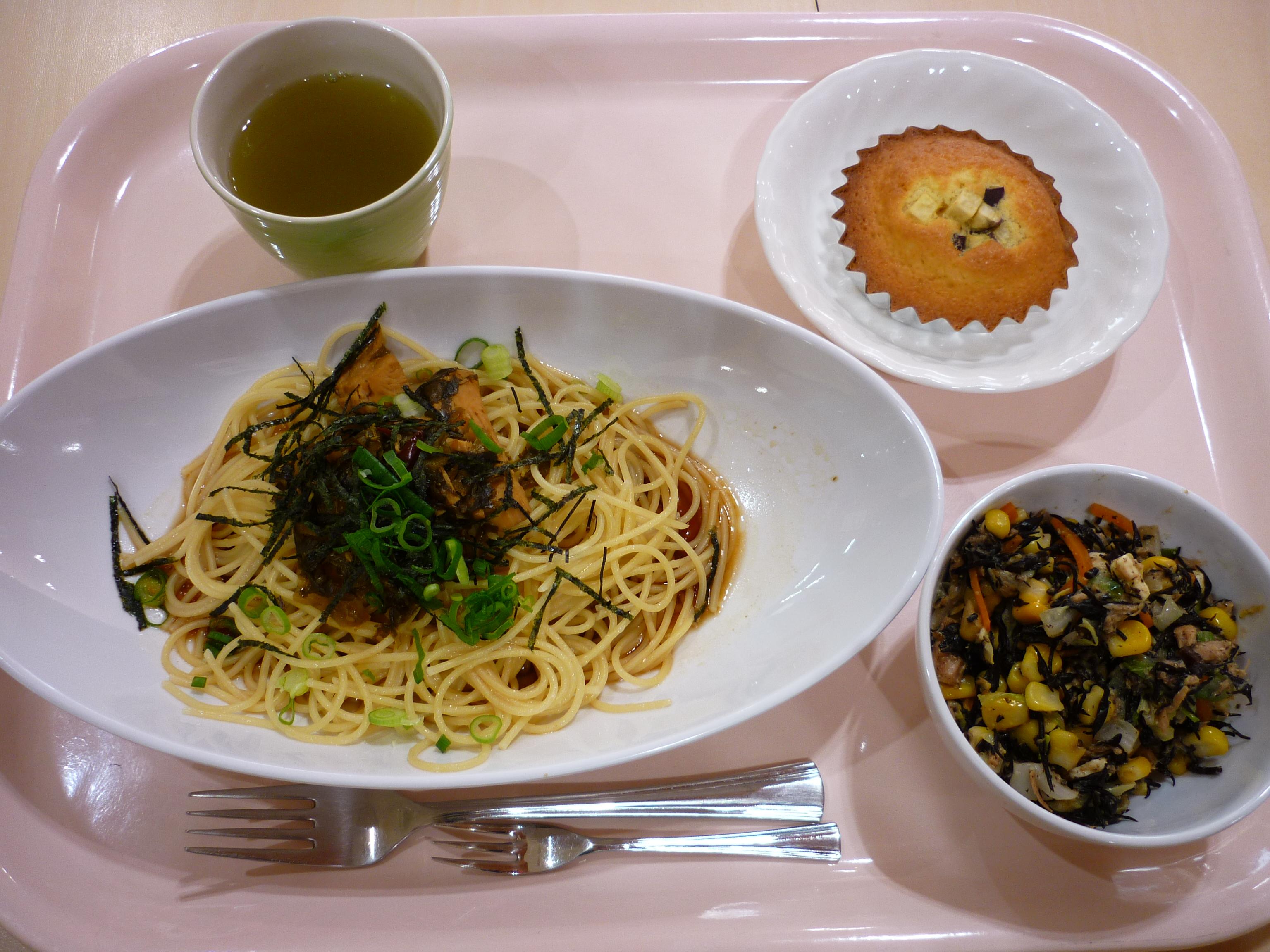 高菜パスタ、ひじきとチーズのサラダ、スイートマドレーヌ