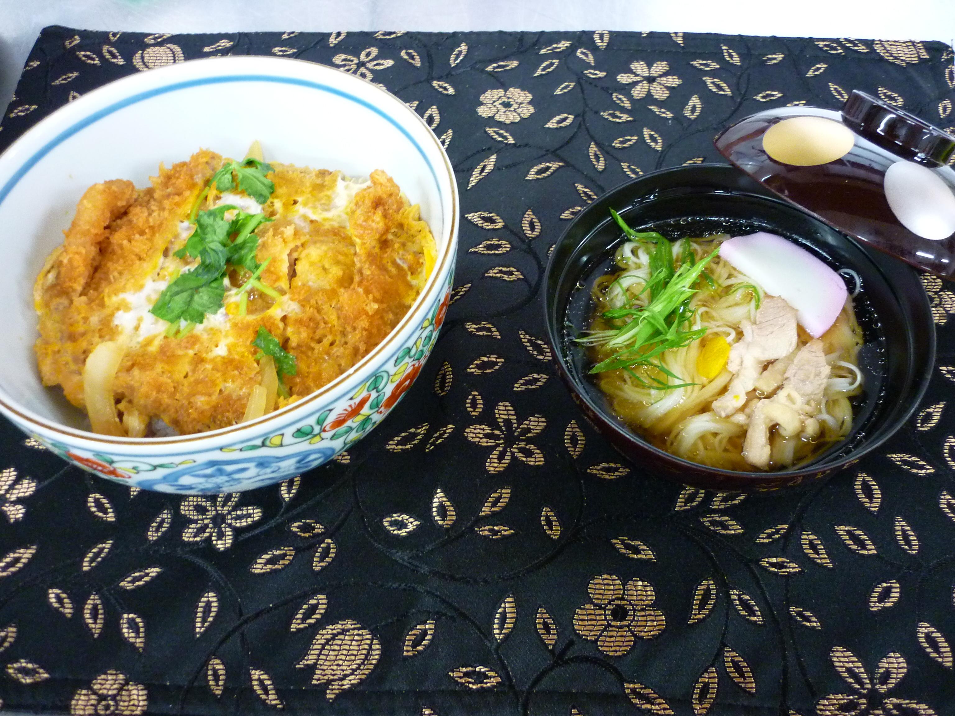 カツ丼、煮麺